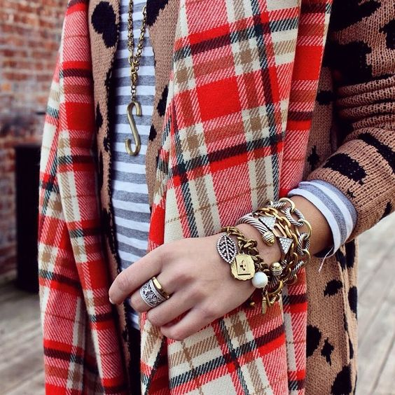 Love the pile of bracelets with mixed metals.