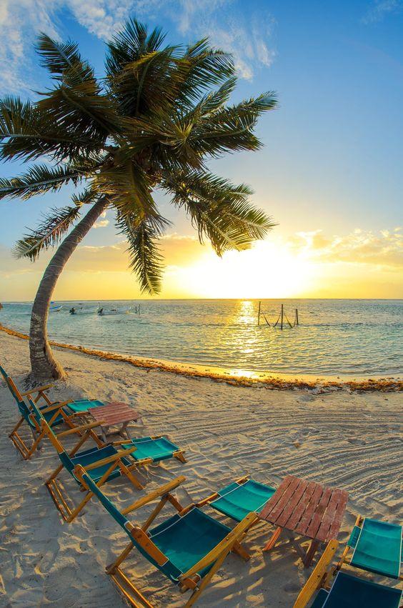 Foto tomada un amanecer en las playas de Mahahual, al sur del Caribe Mexicano.