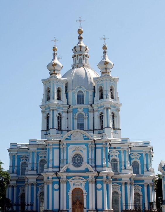 La cathédrale de Smolny, Saint-Pétersbourg, Russie.