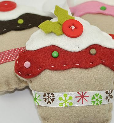 Christmas cupcake ornaments. Cute! #crafts #cupcakes
