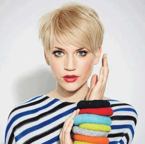 Layered Pixie Bob Hairstyle With Achromatic Gray Beard Blush And Cone Shaped Aback Is Abundant For Accom Short Hairstyles Fine Haircuts For Fine Hair Fine Hair