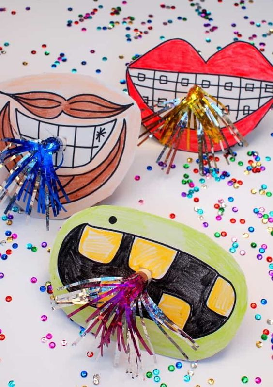 Create unique horn photo booth props with giant mouths! They're so cute and easy to make. This DIY is great for a New Years kids craft or New Years Eve. Any age can try it. Click here to get the tutorial.
