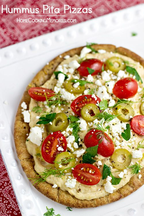 Hummus Pita Pizzas -  a quick and easy meatless dinner idea that takes less than 15 minutes to make #15minutesuppers