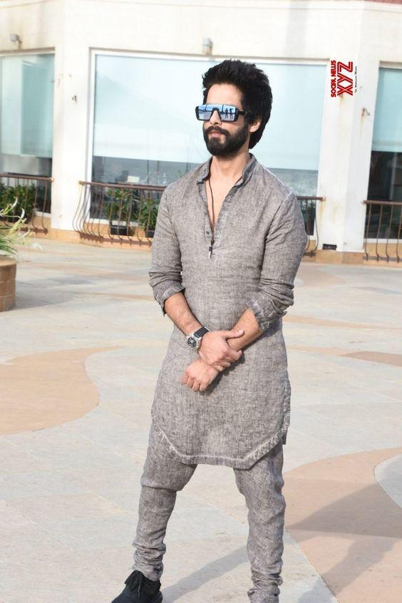 Shahid Kapoor Mens Kurta Designs Designer Suits For Men Trendy Mens Fashion Casual