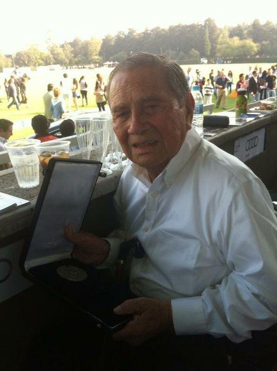 """Fiesta Brava ®(ACIR) en Twitter: """"El célebre escultor Yucateco Homberto Peraza @PerazaHumberto falleció el sábado pasado Q.E.P.D. https://t.co/VlnGgmVHD8"""""""