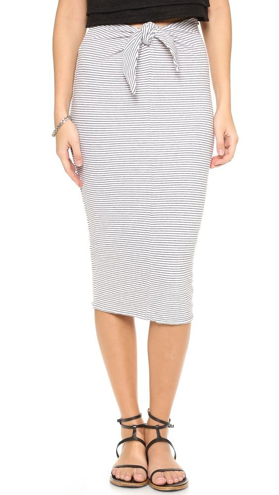 Pin for Later: Vous aussi vous êtes un peu noeud-noeud ? Cliquez ici ! Jupe à noeud James Perse James Perse Tie Front Stripe Skirt ($185)