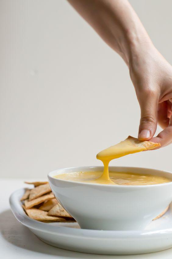Queso | INGREDIENTES: papa / zanahoria / aceite de oliva / jugo de limón / levadura de cerveza / ajo y cebolla en polvo / guindilla cayena