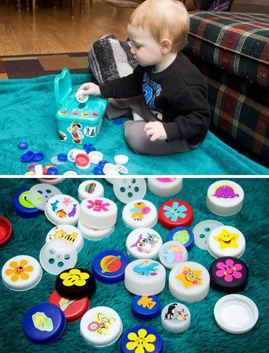 Jogos E Brincadeiras Com Tampinhas Como Fazer Em Casa Desenvolvimento Do Bebe Caixas Sensoriais Para Crianca Sensorial Para Bebes