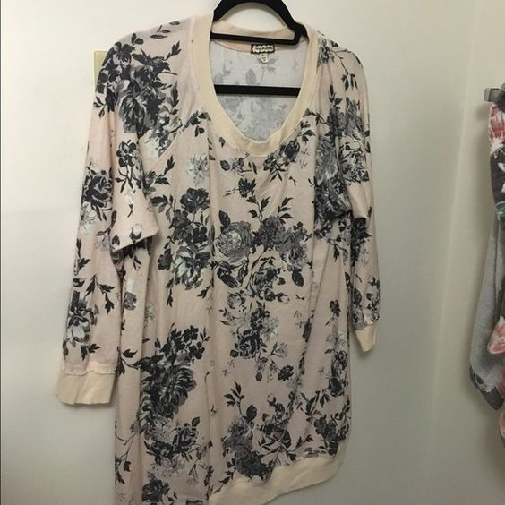Long floral sweater Purchased from Nordstrom, the color is a light baby pink and black and grey floral design. Size xl and is long enough to cover your butt. Great to wear with leggings. Just trying to sell. Also never worn. Urban Outfitters Sweaters Crew & Scoop Necks