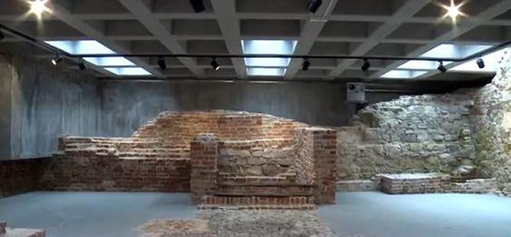 Mury z czasów wielkiego rozkwitu Oświęcimia #Oświęcim #Rynek #Główny #zabytki #ratusz #mury #muzeum #zamek