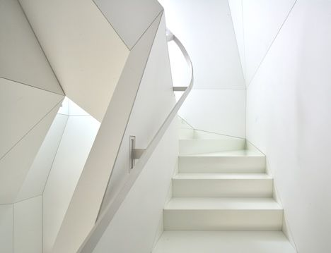 Skyhouse with an indoor slide by David Hotson and Ghislaine Viñas