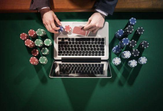 การพนันออนไลน์ คือการเล่นพนันโดยใช้อินเทอร์เน็ต  พนันคาสิโนออนไลน์ เล่นพนันบนมือถือ เล่นพนันออนไลน์ คาบาร่าออนไลน์ รูเล็ต ไฮโล สล็อตออนไลน์ หวยออนไลน์ ตัวอย่างเช่น การเล่นโป๊กเกอร์ออนไลน์, การพนันด้านกีฬาและการพนันฟุตบอล แทงบอลออนไลน์ หรือการเล่นบิงโกออนไลน์ หรือ คาสิโนออนไลน์ ที่สามารถเล่นเกมคาสิโนอาทิ รูเล็ต, แบล็กแจ็ก, ปาจิงโกะ เป็นต้น