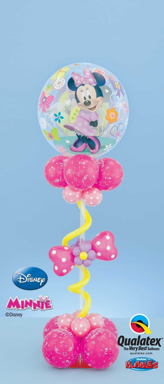 This Minnie Mouse centre piece with a polka dot bow and a Bubble Balloon®* will create a pretty decor for your party!