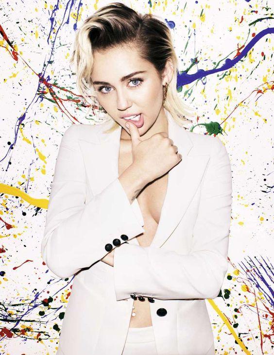 Miley Cyrus pozuje umazana farbami (GALERIA)