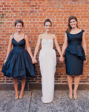 Vintage navy #bridesmaid dresses in complementary styles, @Priscila Lestarpe me gusta que seamos sólo 2 :P jajajaja