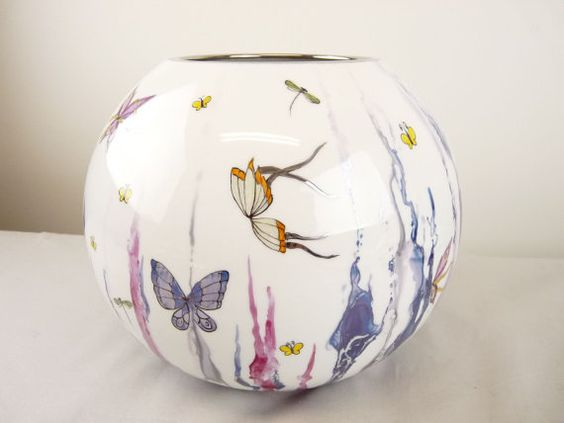 hand painted butterfly porcelain vase by isabelle lafargue vase boule butterfly en porcelaine de. Black Bedroom Furniture Sets. Home Design Ideas
