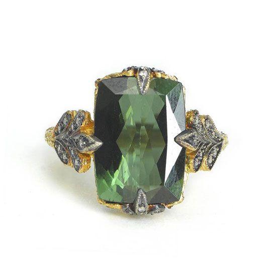 La bague en tourmaline verte sertie sur une monture en or jaune 22 carats et diamants de Cathy Waterman