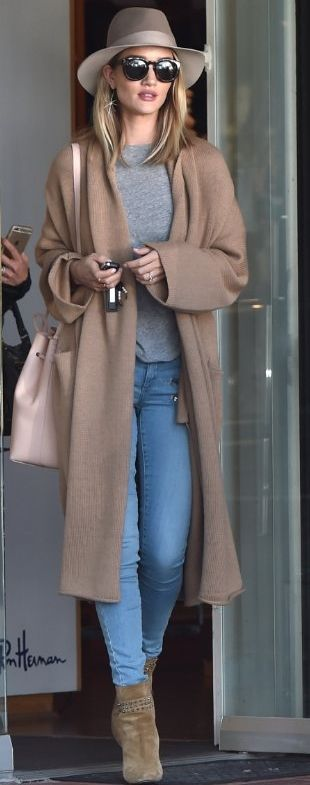 Rosie Huntington-Whiteley layers the Babaton Thackeray sweater over her LA attire.: