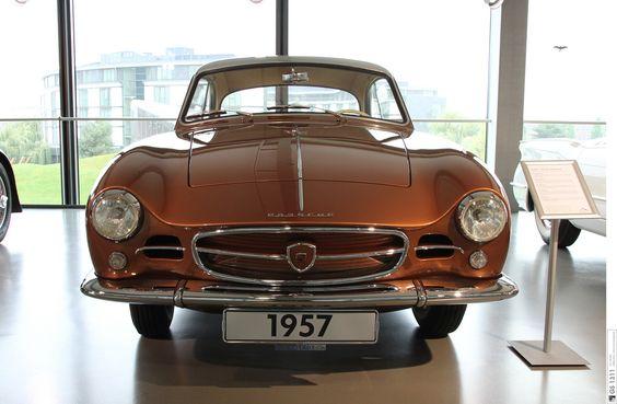 Special bodywork on Volkswagen basis, optionally available on Porsche basis.  Four-cylinder boxer engine, aircooled, 1582 ccm, 55 KW/75 HP, max. speed 165 km, 102  mph, then original prive: 19.950 SFr.  - - -  Spezialkarosserie auf VW-Basis. Wahlweise auch auf Porsche-Basis.  Vierzylinder-Boxermotor, luftgekühlt, 1582 ccm, 55 KW/75 PS, Höchstgeschwindigkeit: 165 km/h, damaliger Neupreis: 19.750 SFr.