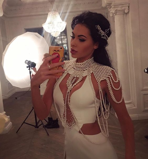 По вопросам сотрудничества или заказа одежды   +7 (925) 112-73-45 what's app ☎️    fashionmalinskaya@gmail.com