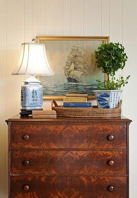 This is exactly how I would have decorated this...lamp, basket tray with books, plater!*