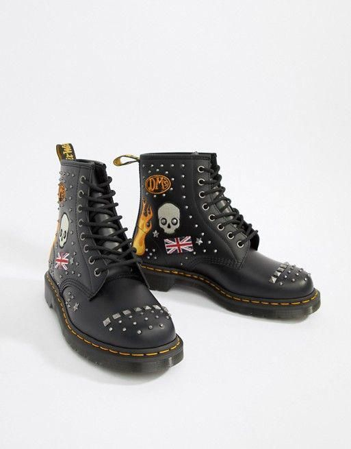 pettine Foto sessione  Dr Martens 1460 8-eye stud boots in black #DocMartensstyle | Studded boots,  Boots, Dr. martens