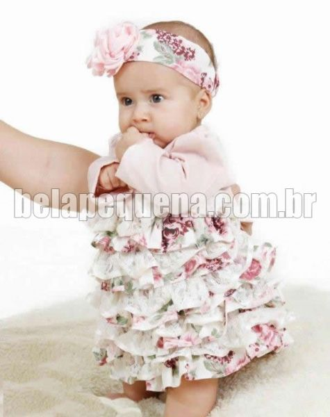 Vestidinho infantil com babados de algodão