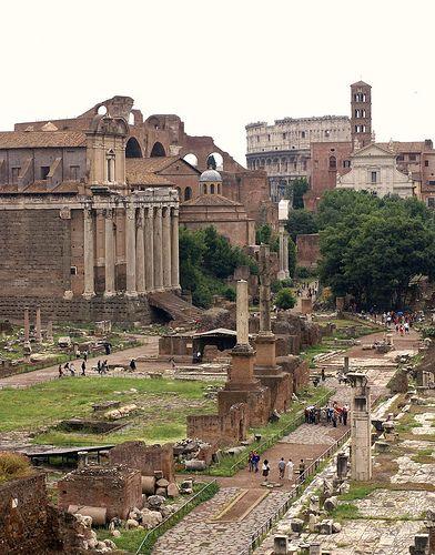 Rom, Forum Romanum, Tempel des Antoninus Pius und der Faustina, Santa Francesca Romana und Kolosseum (Roman forum, Temple of Antoninus Pius, Santa Francesca Romana and Colosseum)