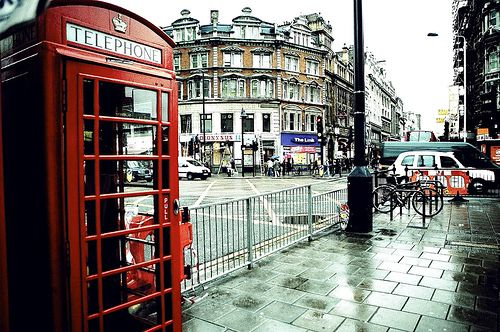 red telephone box in london: