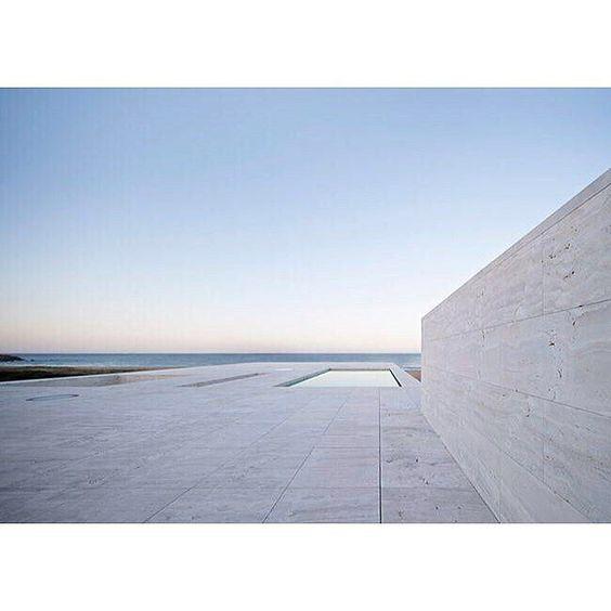 #houseoftheinfinity#albertocampobaeza #campobaeza #baeza #architect #archiporn #architectureporn #architecturelovers #archilovers #archdaily#archivalue#minimalarchitecture#archicool#architecture #callejas#minimalism #minimal ------ a j e t t y f a c i n g o u t t o s e a by amelia_tavella