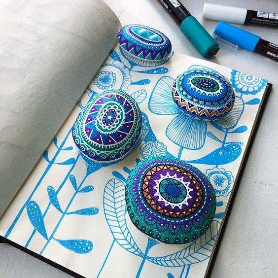 Keyifli akşamlar... 😊🌺🌸🌼 #stonepainting #mandala #mandaladoodle #paintedstones #paintedrocks #painting #sketching #sketchbook #drawing #drawingart #flowers #taşboyama #hastaneodasi #hospitaldays #hastanegünleri #lösemitedaviedilebilirbirhastalıktır #leukemia #kemoterapi #chemotherapy #keeppossitive @arts_help