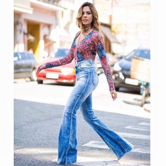 Primeiro look maraaa aqui na @cashierestilo  Calça jeans flare com  cintura alta + body muso!   Ph: @samuelkphotography  #reuchoaviaja #escolhasdarê #summercashier2016 #lovecashier #instacashier