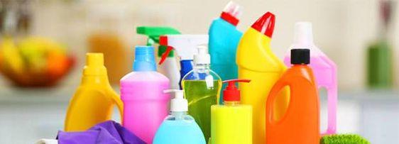 Unsere Wohnungen sind voll von hochgiftigen Chemikalien, um die wir am besten einen großen Bogen machen sollten. Wir zeigen dir, wie du sie einfach ersetzt.