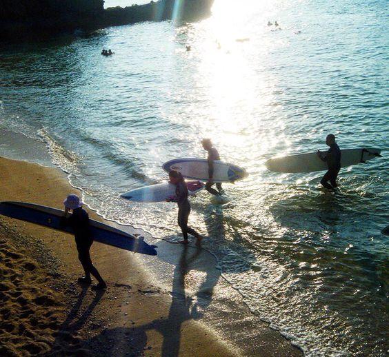 いやあ小波だったけど面白かったねえ() #沖縄 #サーフィン #ファンボード #オキナワ #沖縄旅行 #ロングボード #夕方 #海 #サーファー #シルエット #サンセット #波 #okinawa #island #surfing #sunset #sea #tripokinawa #beach #波打ち際 #リーフブレイク #reef #funsurf #楽しい #めんそーれ