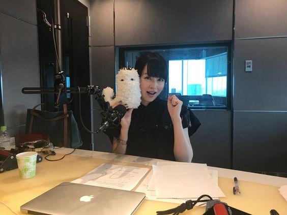 平井理央ラジオスタジオで