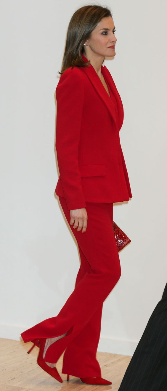 Reine Letizia porte sa couleur fétiche pour l'inauguration de la nouvelle édition de ARCO.