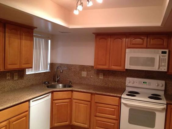 Fully Remodeled Charming Luxurious 2b 2b And A Spacious Large Kitchen Large Kitchen Kitchen Apartment Hunting