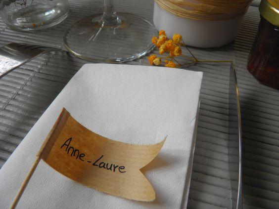 marque place en forme de drapeau couleur aux choix : Décoration de table par l-atelier-decos