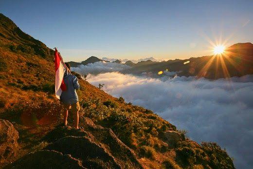 Keren 30 Pemandangan Alam Gunung Rinjani Mendaki Rinjani Gunung Tercantik Indonesia Wira Nurmansyah Download Gunun Di 2020 Pemandangan Pulau Lombok Taman Nasional