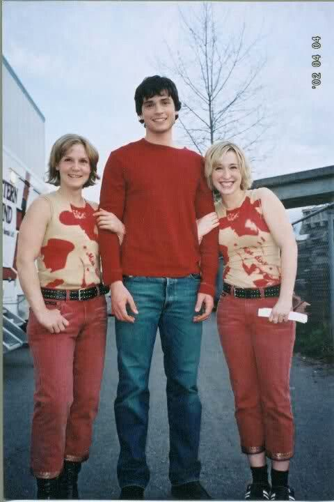 Allison Mack stands next to Tom Welling and her double ...