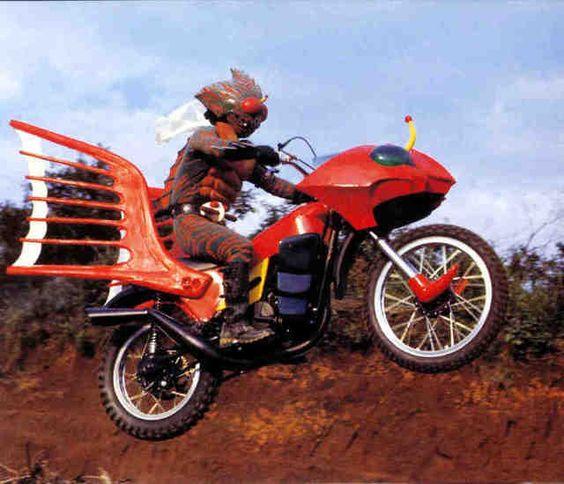バイクと仮面ライダーアマゾン