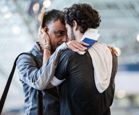 Vicente (Angelo Antonio) embarca para Londres, onde vai encontrar Luisa (Eline Porto) no último capí... - Divulgação, TV Globo