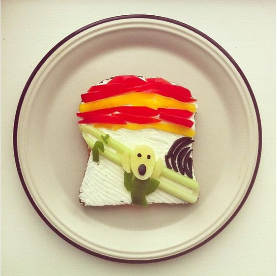 By August 2013, she reached a point at which she had to quit her job and become a full-time Instagrammer to handle her food artwork.