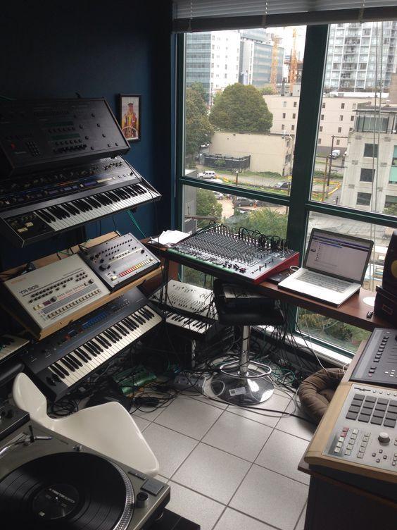 11 Awe Inspiring Small Music Studio Ideas For Apartments Home Studio Setup Music Studio Room Music Studio