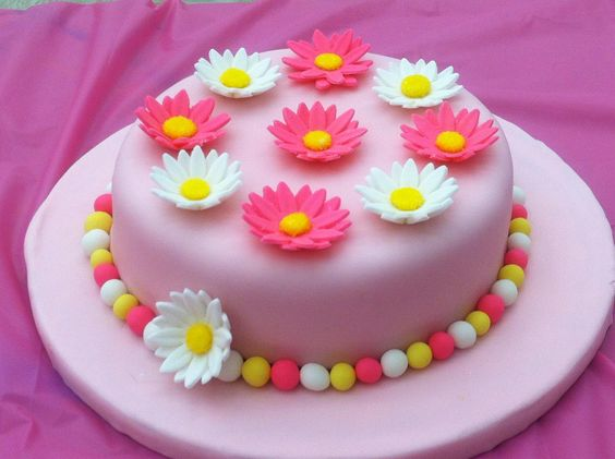 Fondant Cake Decorating Classes Michaels : White flowers, Pink daisy and Daisies on Pinterest