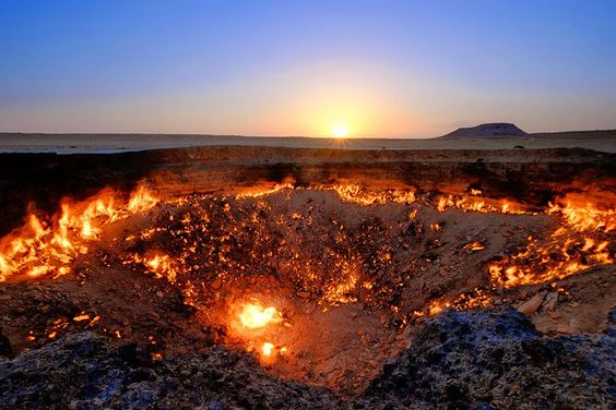 24. Gates To Hell in Derweze, Turkmenistan - 29 Unbelievable Locations That Look Like They're Located On Another Planet