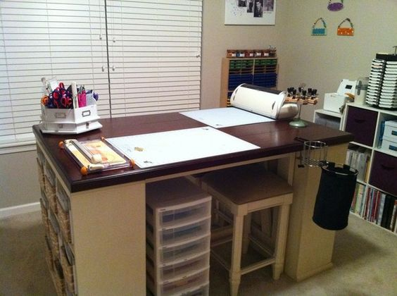 Cool Table: Craft Room Ideas, Craft Rooms Offices Futility, Craft Room Studio, Create Craft Room, Scrap Craft Rooms, Rooms Offices Futility Rooms, Craftroom, Carousel Catch, Craft Ideas
