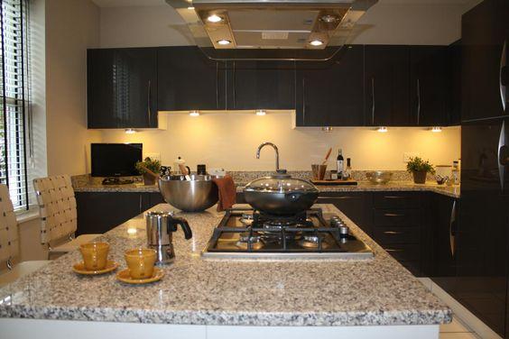 dank unserer granit bianco sardo granit arbeitsplatten wird ihre k che zum wohlf hlort www. Black Bedroom Furniture Sets. Home Design Ideas