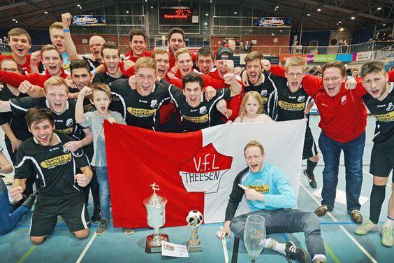 Hallenfußball: Titelverteidiger bezwingt Arminia II im Endspiel – 2800 begeisterte Zuschauer +++ VfL Theesen ist wieder Stadtmeister