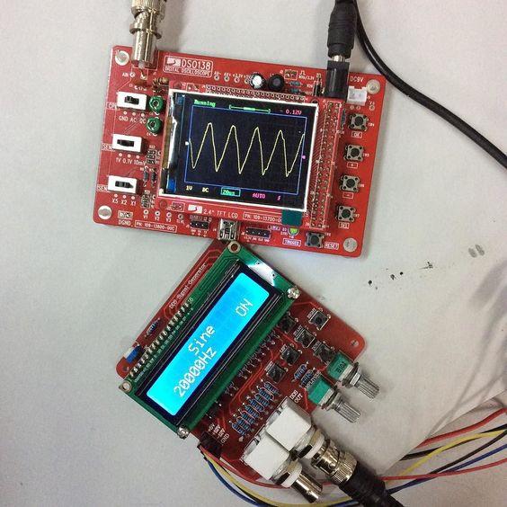 Bom dia people! Ahhh não são uma gracinha? Kkkkkkkkk amor nerd eh fogo! #engineer #electric #electronic #eletronica #functiongenerator #geradordefuncoes #osciloscopio #oscilloscope by gedeanekenshima